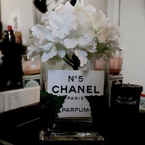 COPY - Chanel White flower Decor